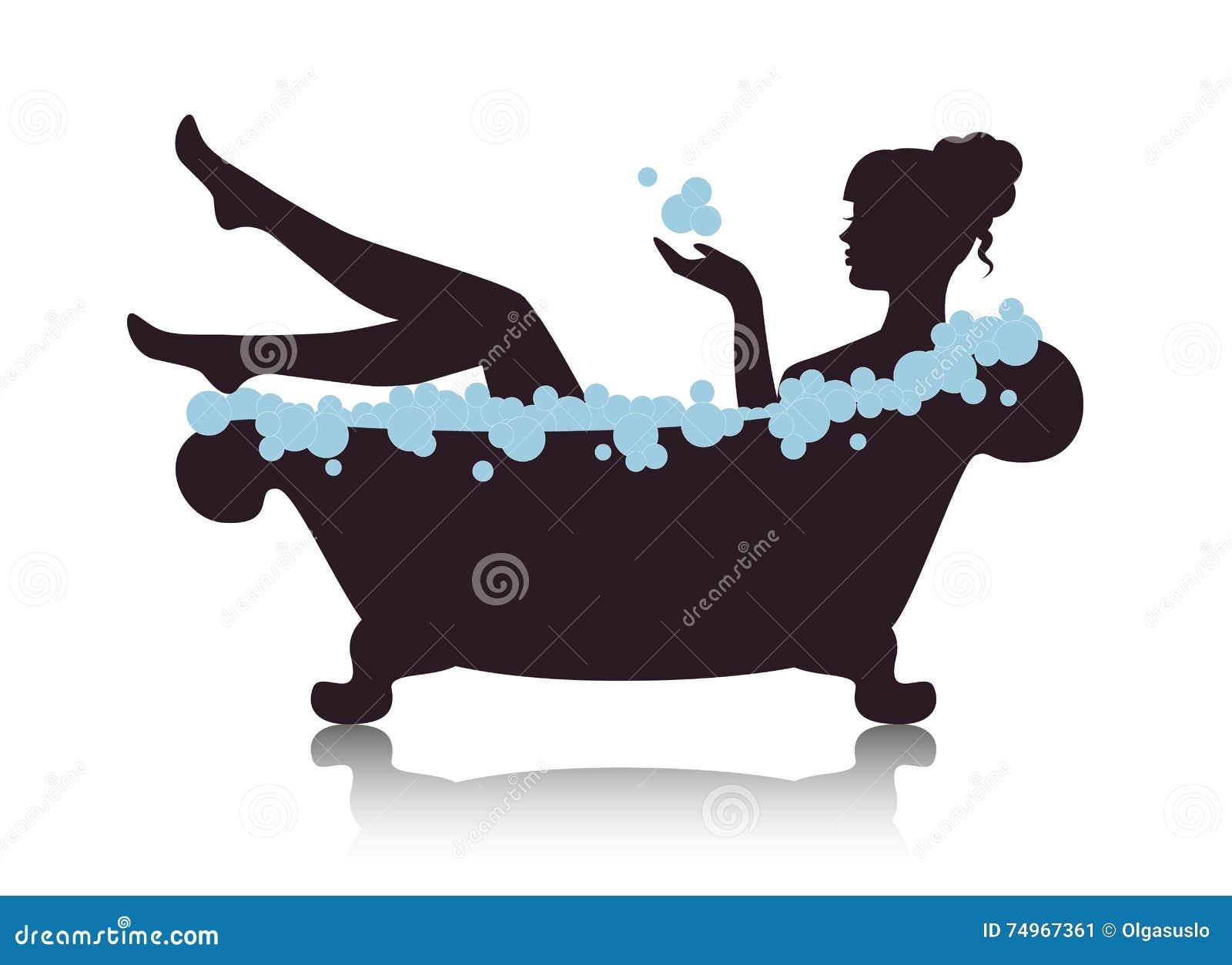 Frau in einem Bad mit Schaum