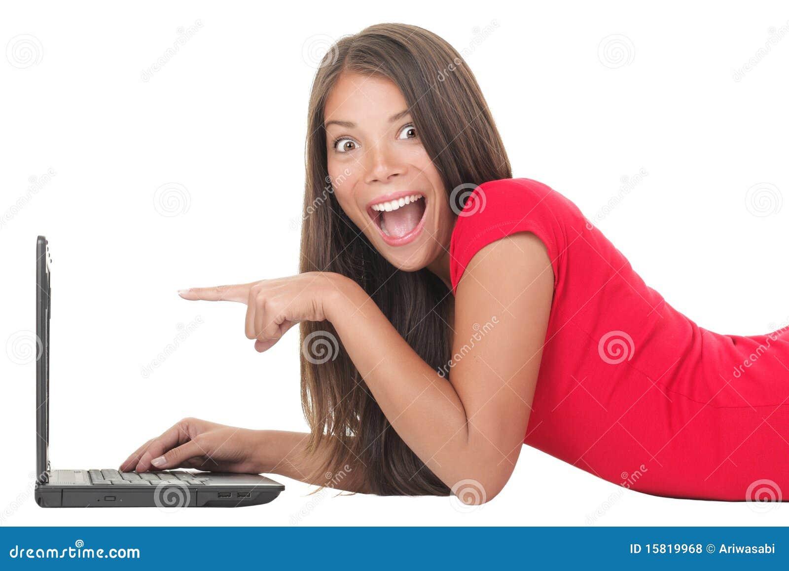 Frau erregt mit Laptop