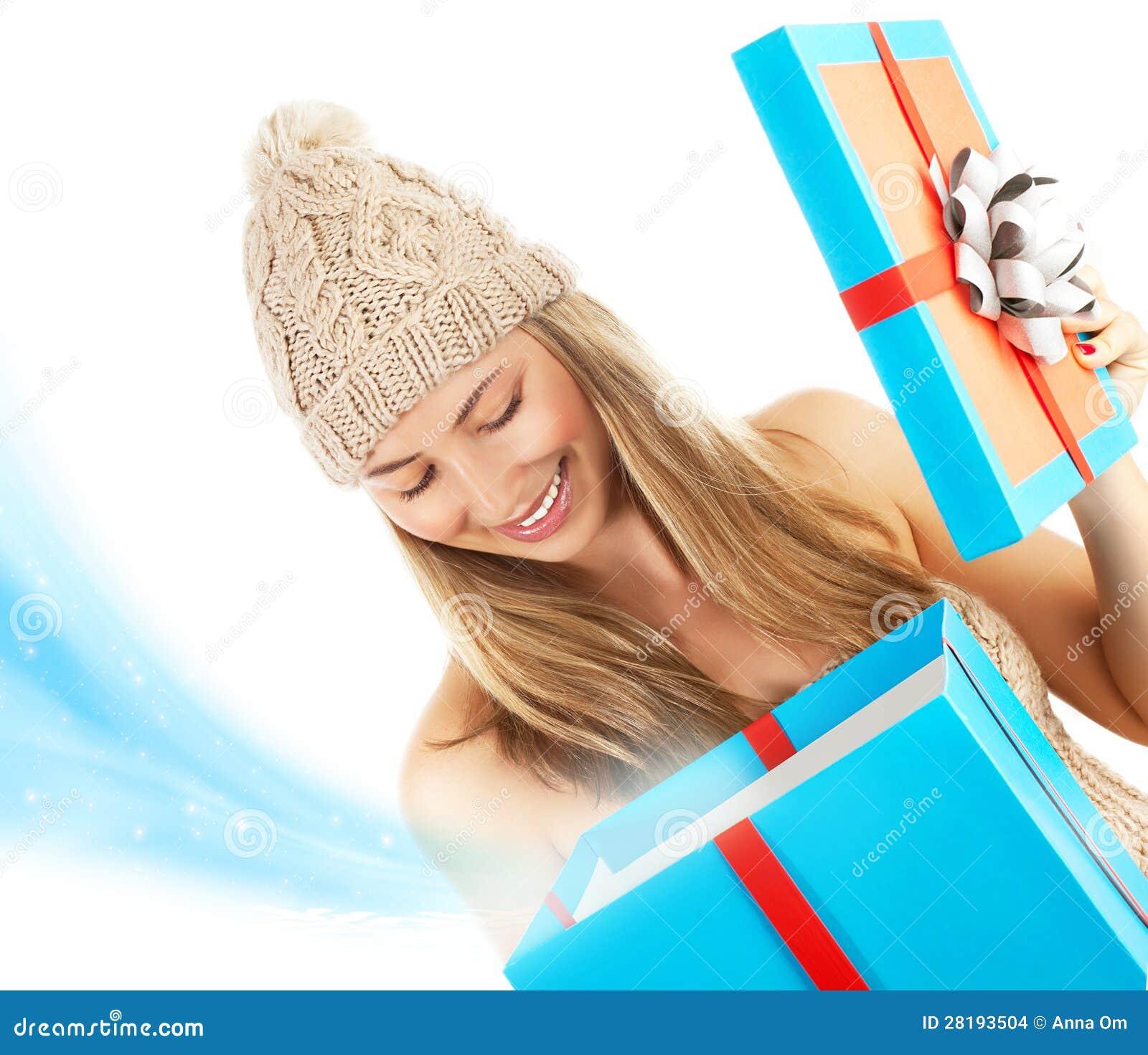 Frau Geöffnetes Weihnachtsgeschenk Stockfoto - Bild von holding ...