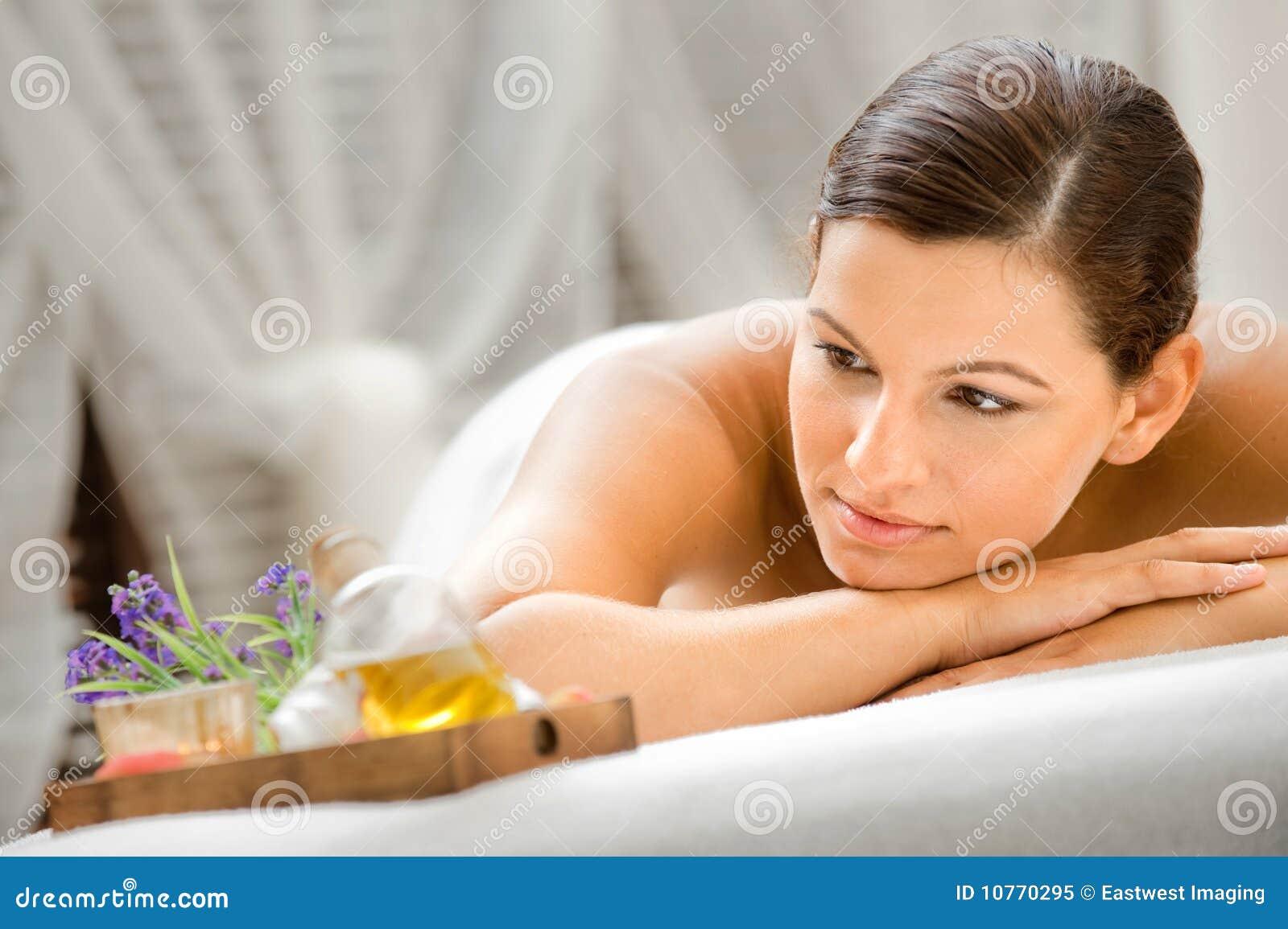 Frau im Badekurort