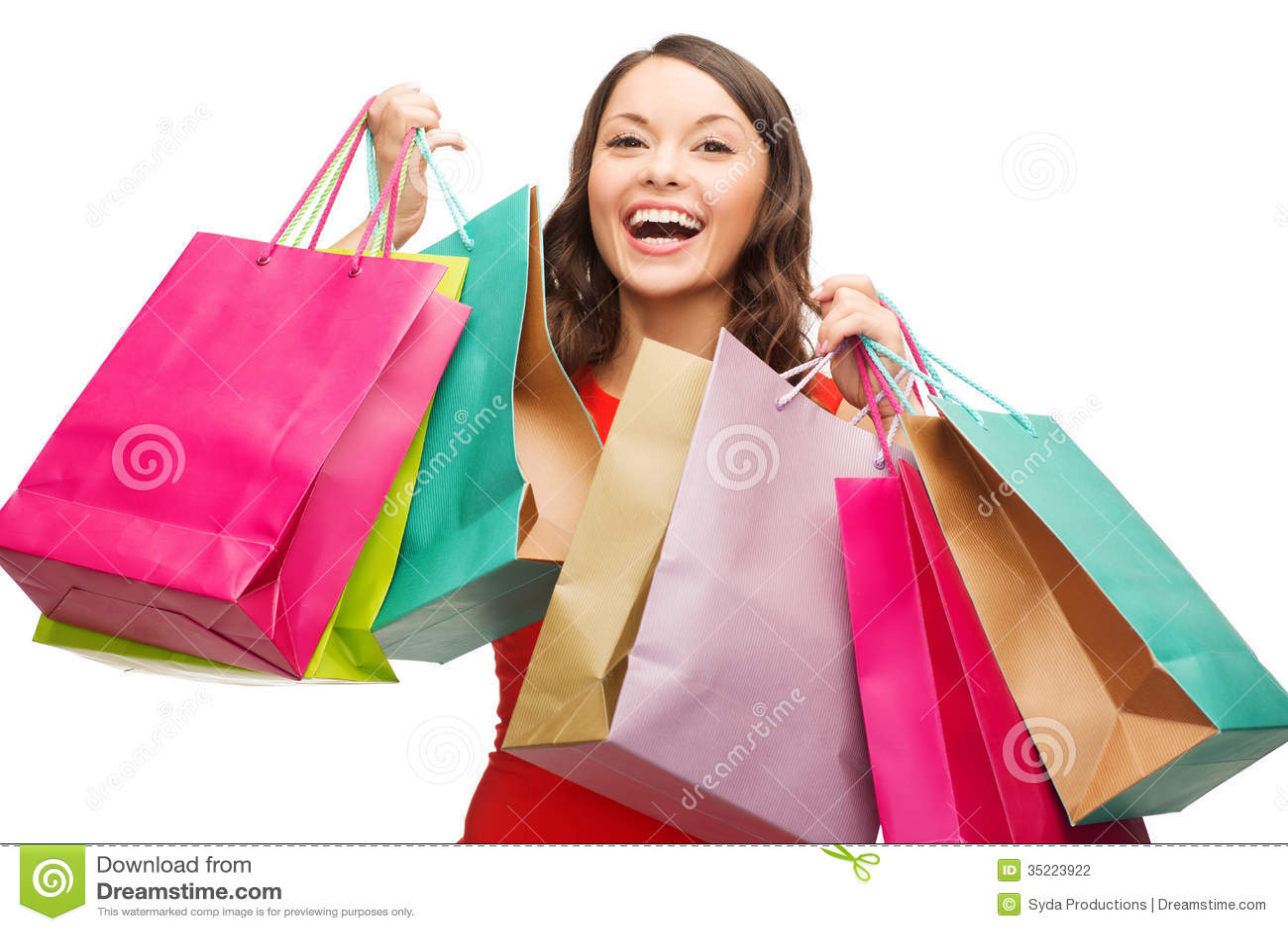 Frau im roten Kleid mit bunten Einkaufstaschen