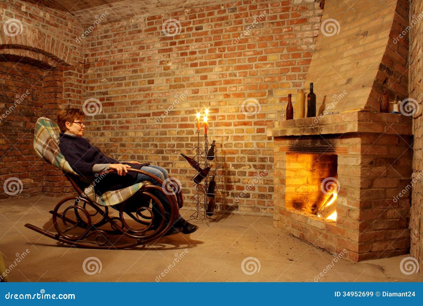 frau im schaukelstuhl durch den kamin mit candl stockbild bild von kerzen kamin 34952699. Black Bedroom Furniture Sets. Home Design Ideas