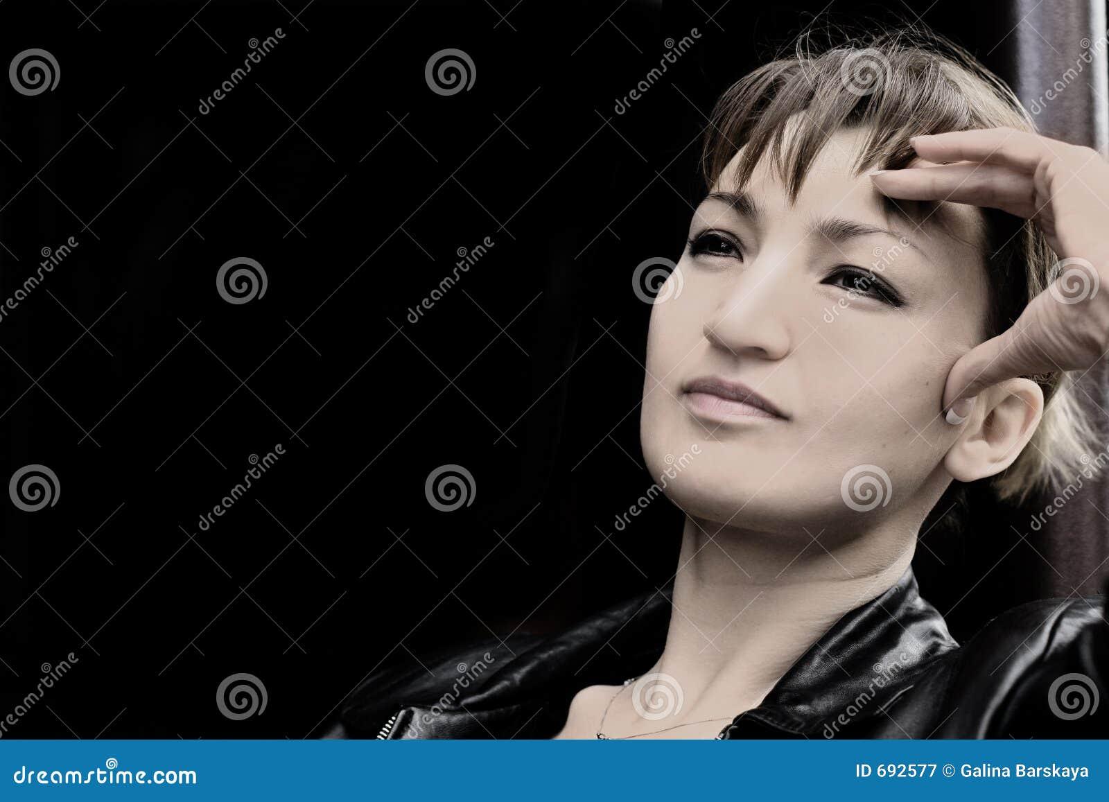 Frau im Schwarzen