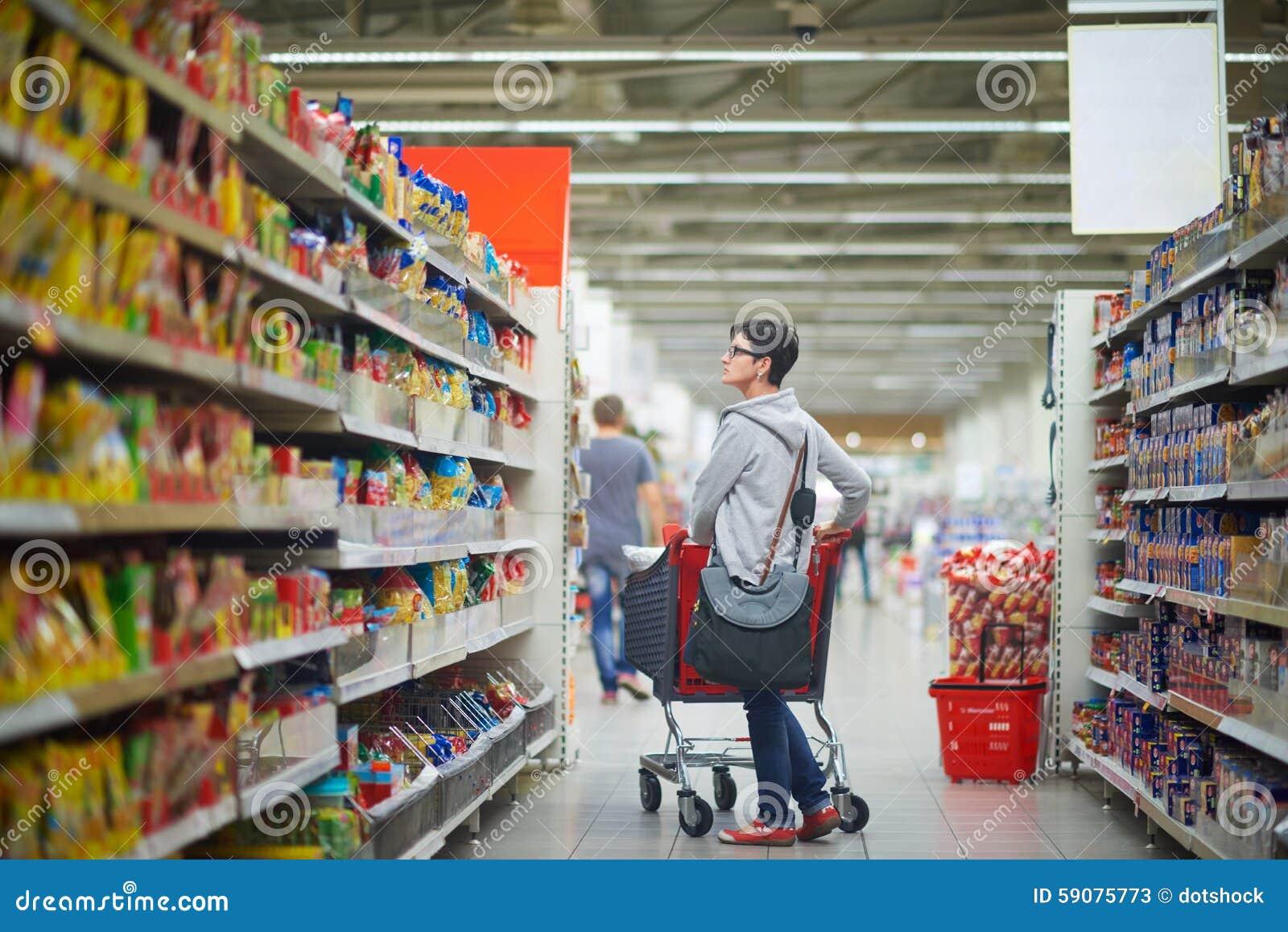 Frau Kackt In Supermarkt
