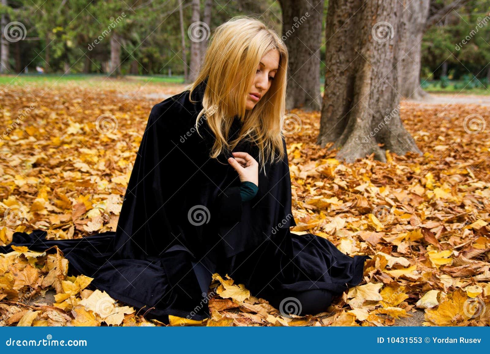 Frau im Wald.