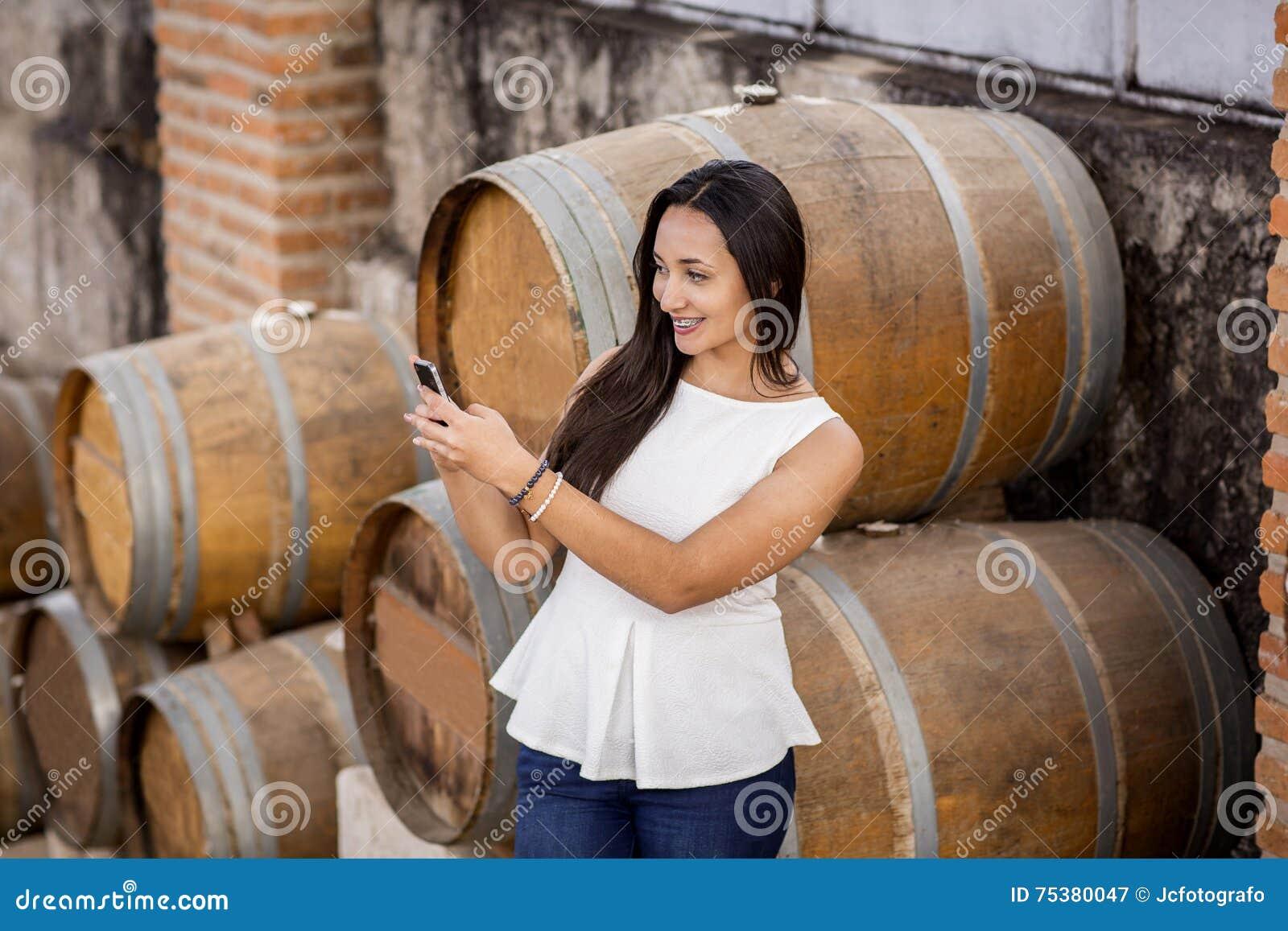 Analsex mit dem Bauarbeiter im Weinkeller