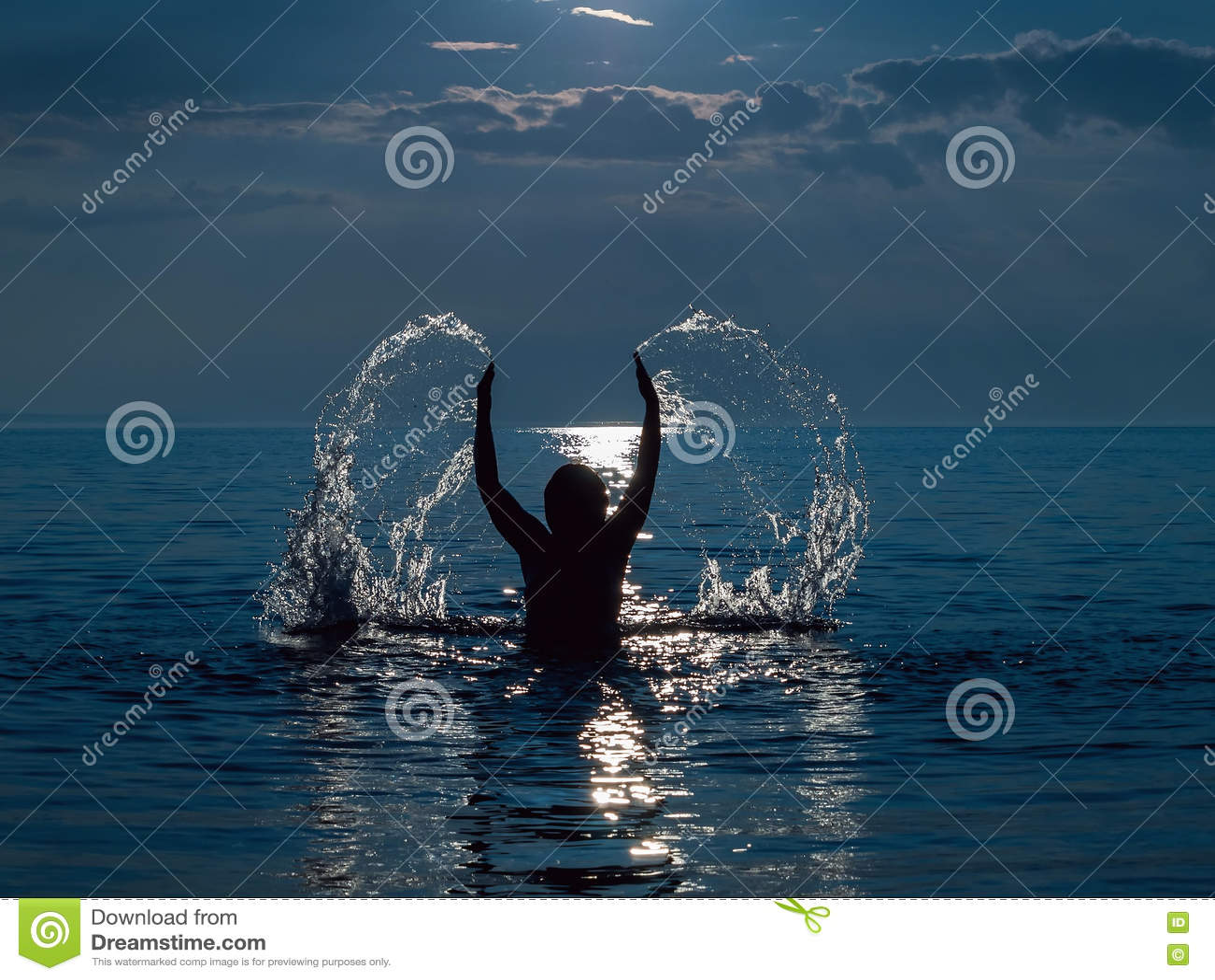 Frau in Meer