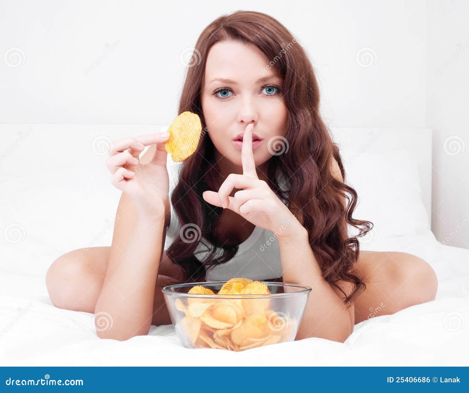 Frau mit Chips
