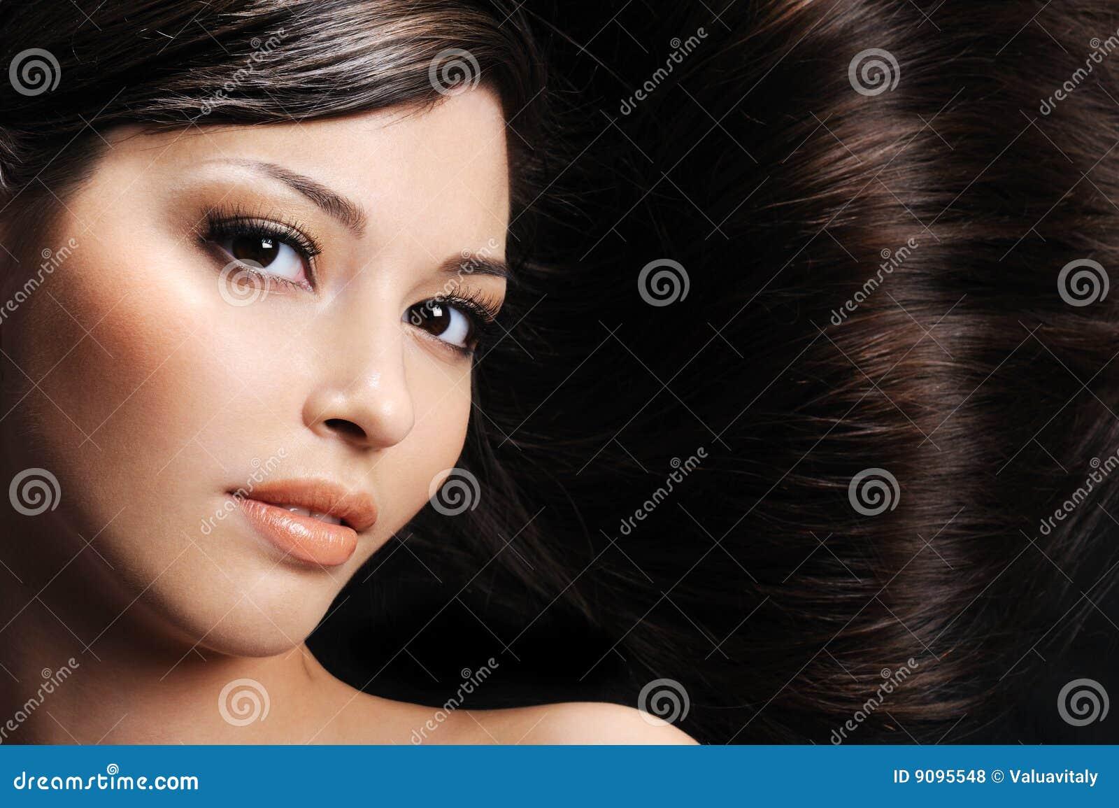 Frau mit den Schönheitshaaren