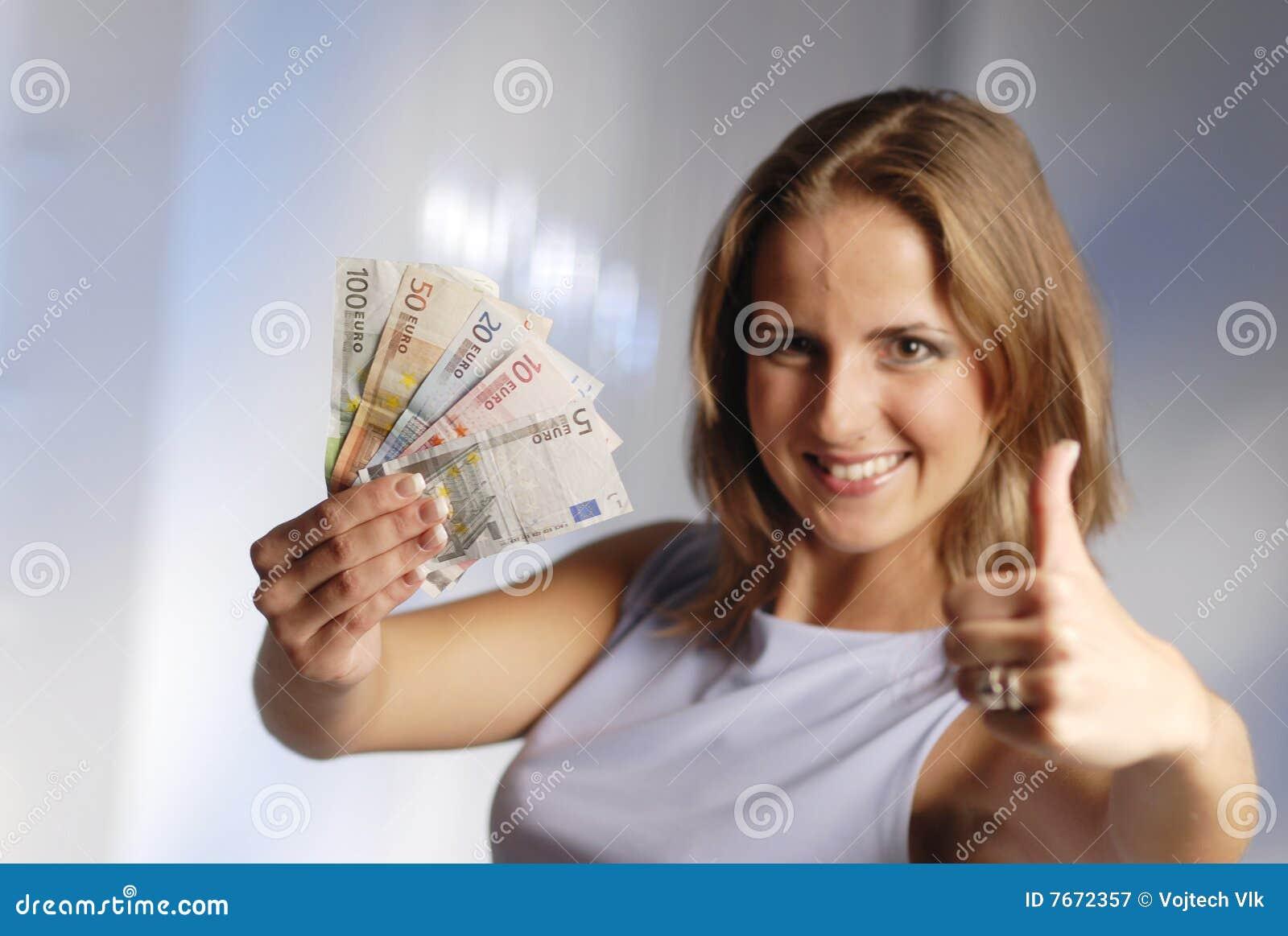 Frau mit Euro