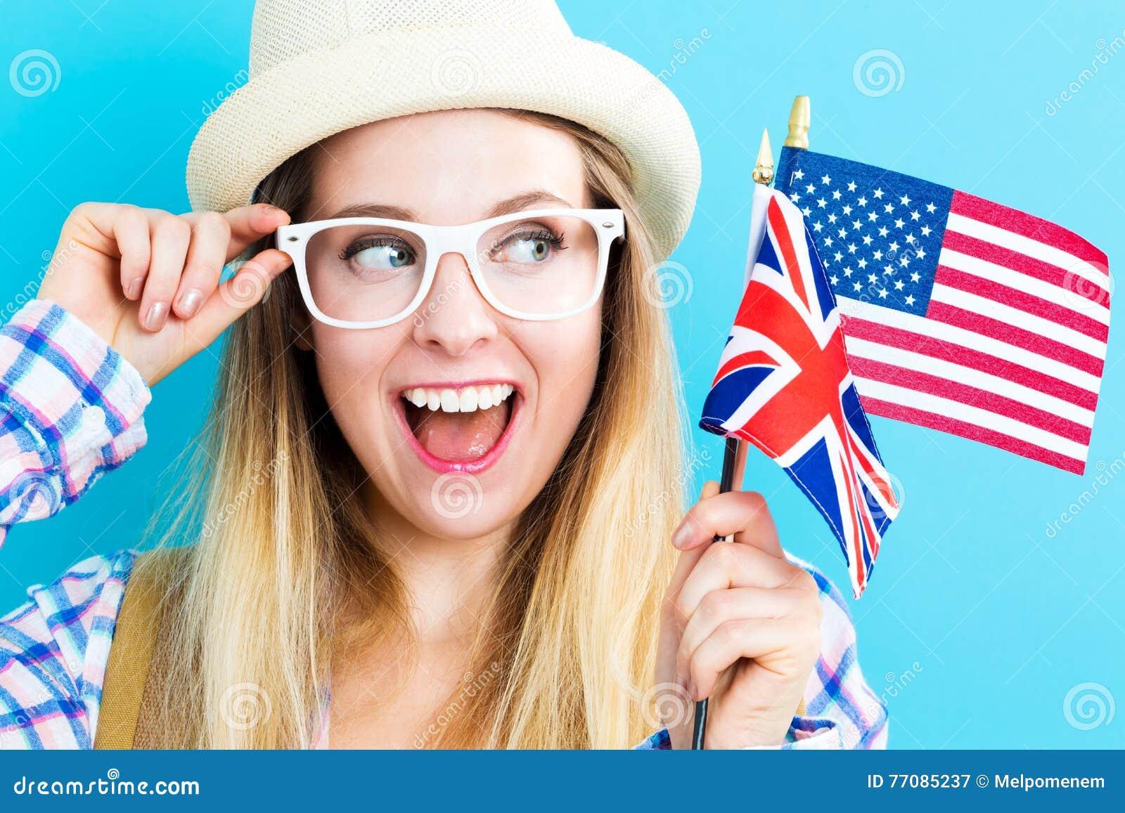 Frau mit Flaggen von Englisch sprechenden Ländern