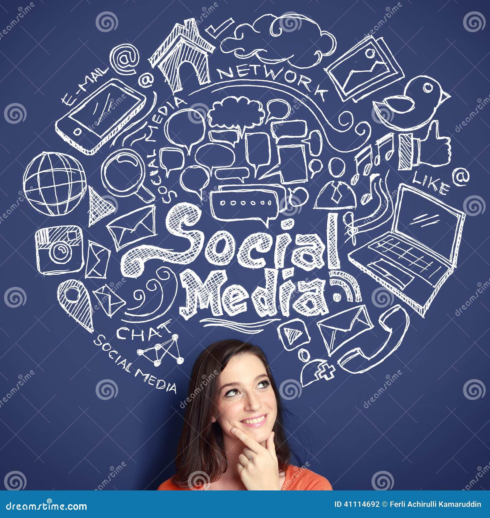 Frau mit Hand gezeichneter Illustration des Social Media-Konzeptes