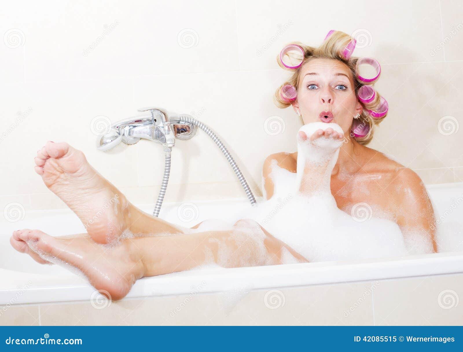 frau badewanne bilder