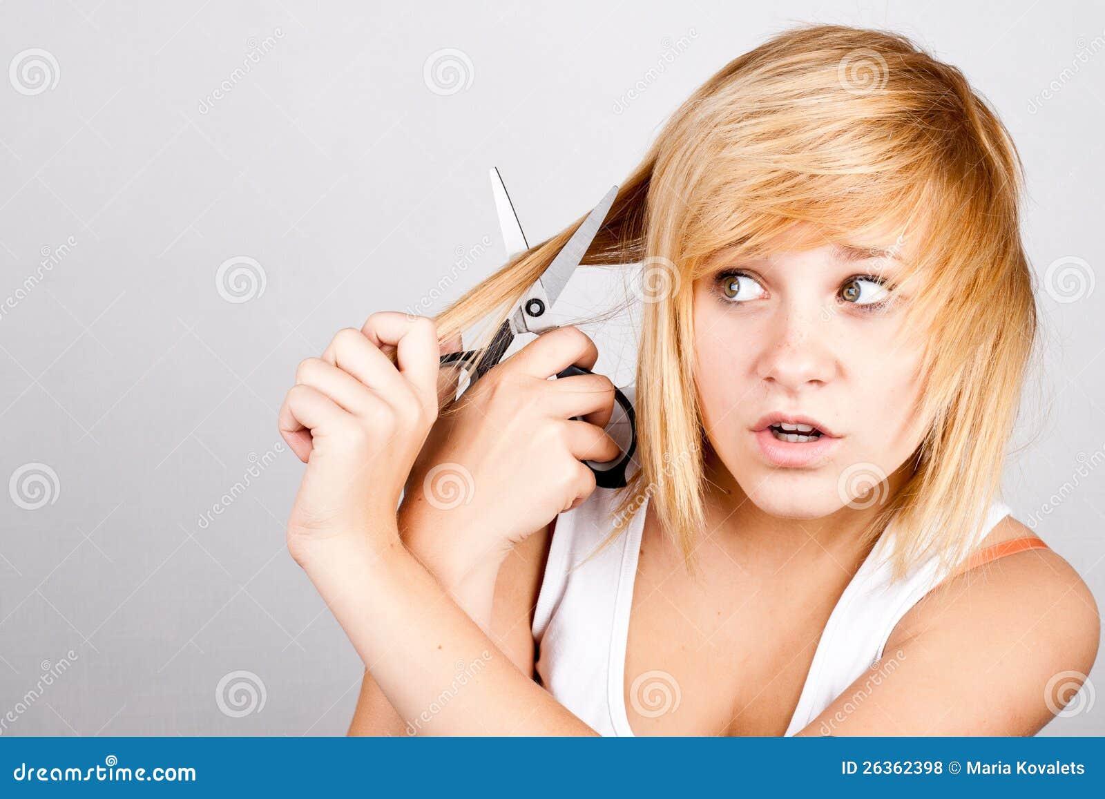 Frau mit Scheren