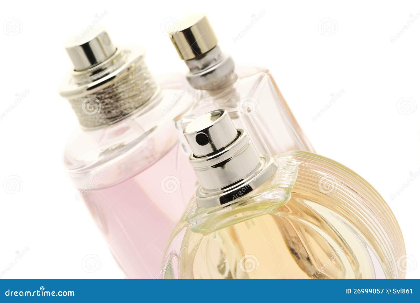 Frau parfümiert Nahaufnahme