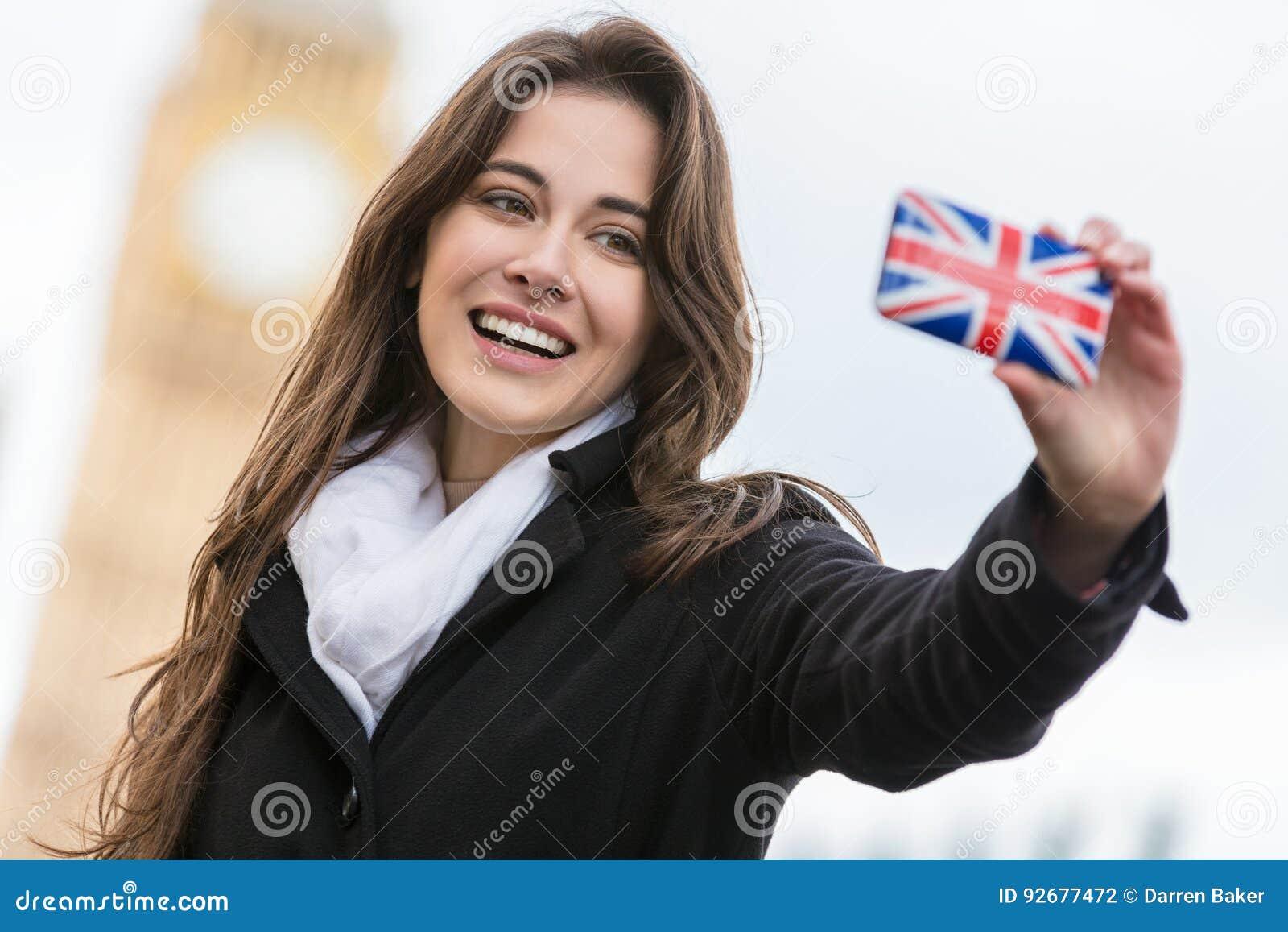 Frau touristisches nehmendes Selfie durch Big Ben, London, England