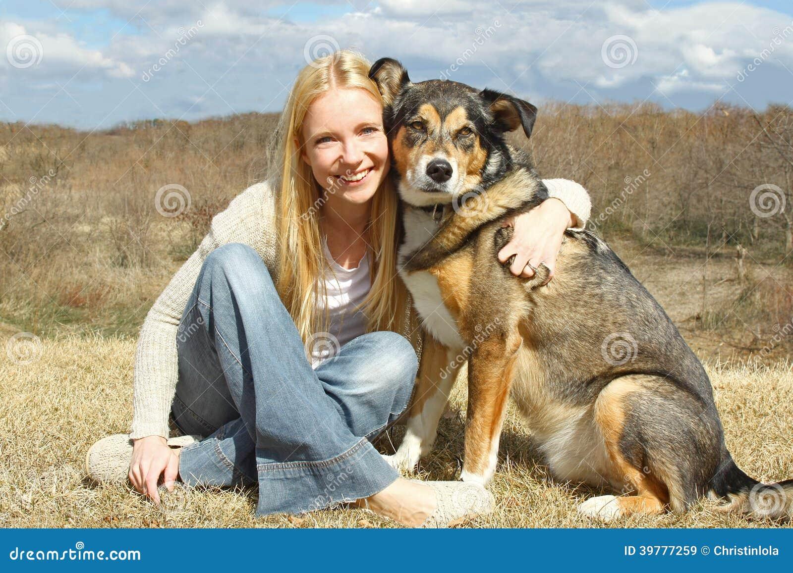 Mit hund frau Der leckende