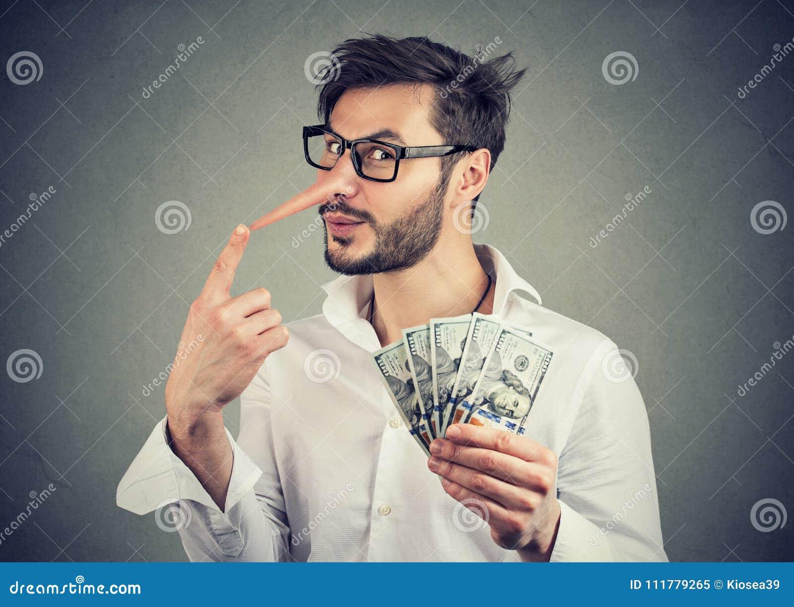 Fraude financeira Homem de negócios do mentiroso com dinheiro do dólar