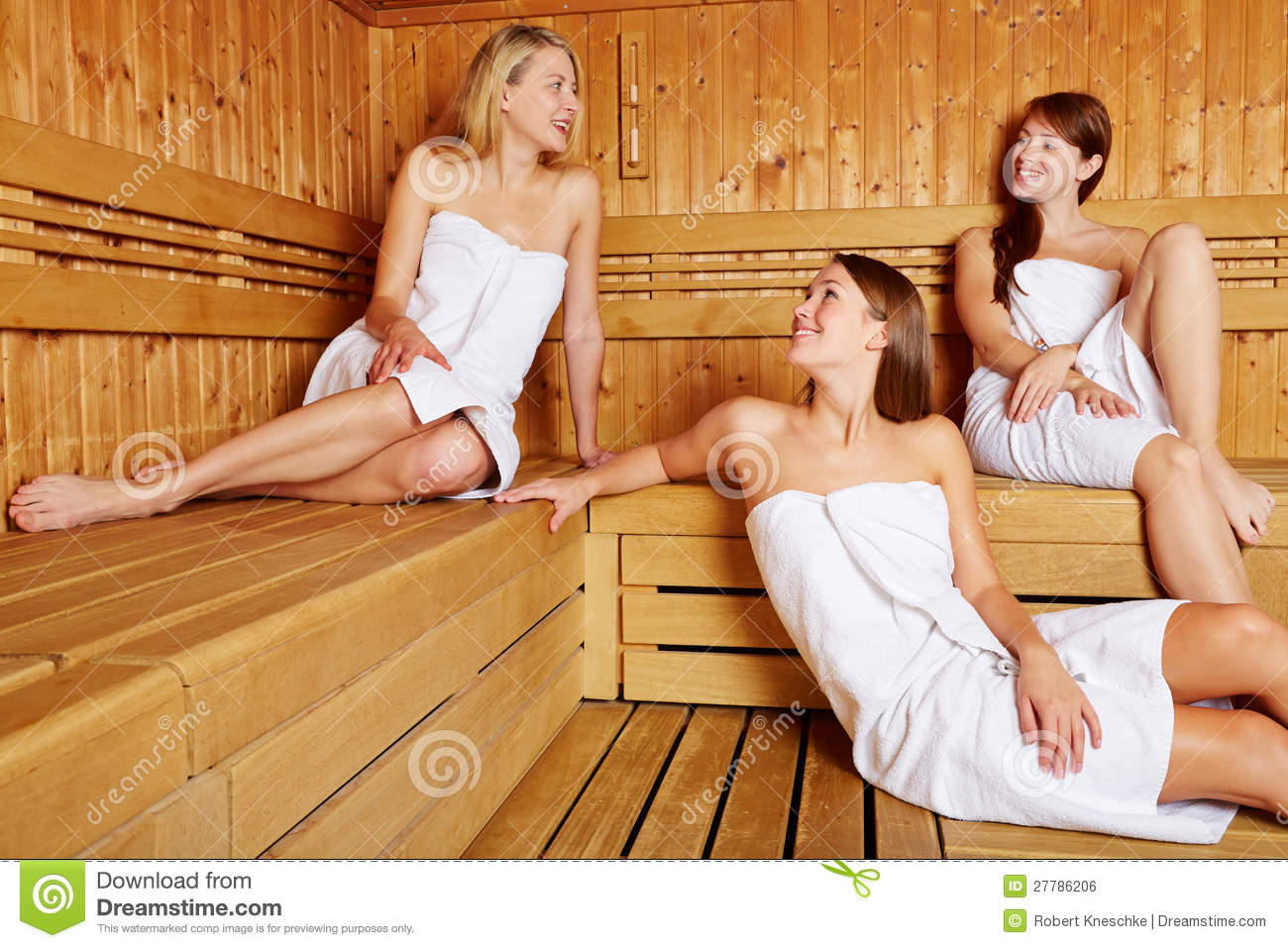 frauen in der entspannenden und sprechenden sauna stockfoto bild von sauna erholung 27786206. Black Bedroom Furniture Sets. Home Design Ideas