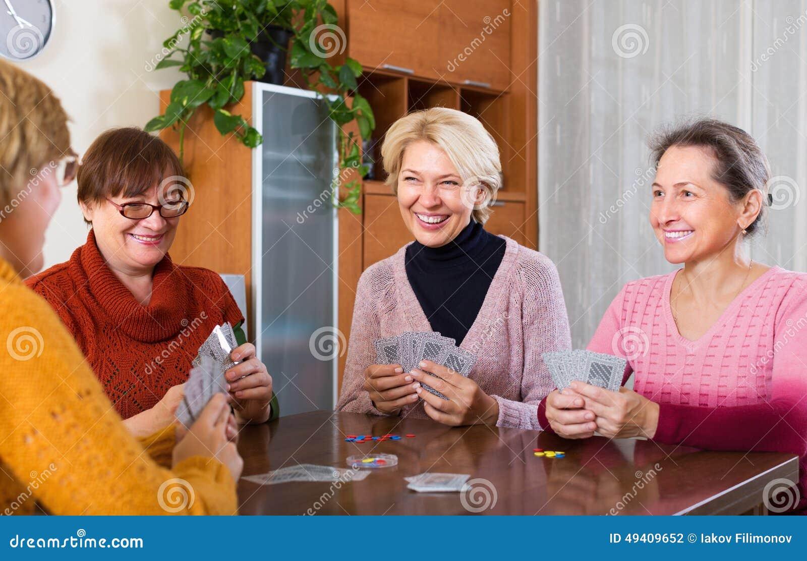 Download Frauen, Die Spaß Mit Karten Haben Stockfoto - Bild von abschluß, spiel: 49409652