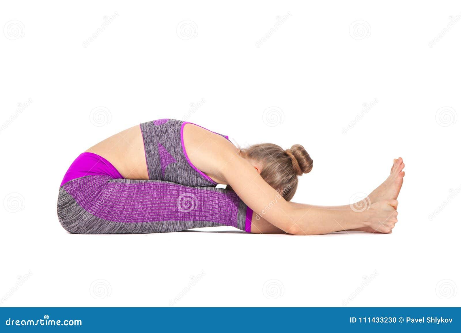 Frauen Die Yoga Tun Fuhren Das Sitzen Auf Dem Boden Durch