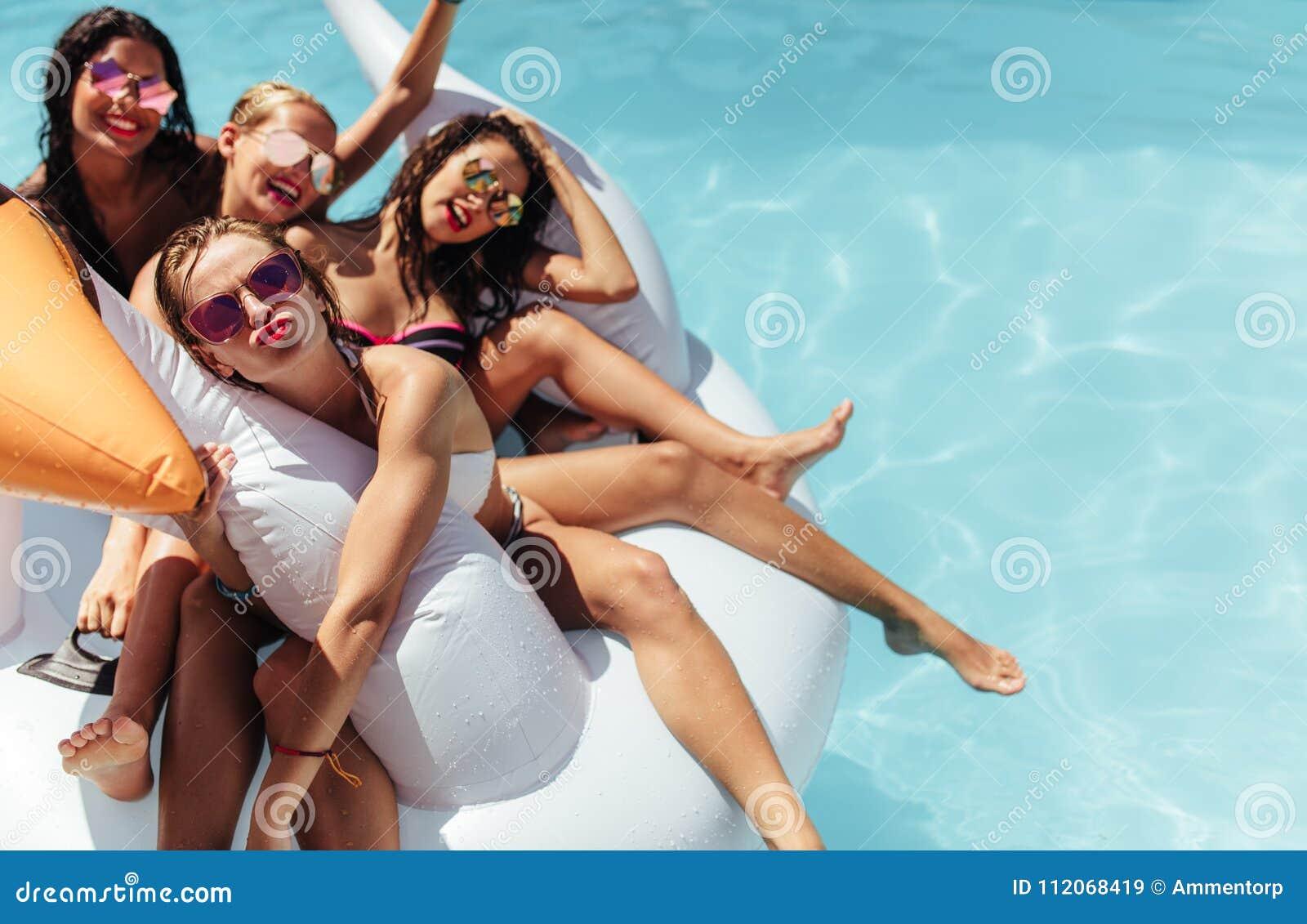 selfie nackt im pool