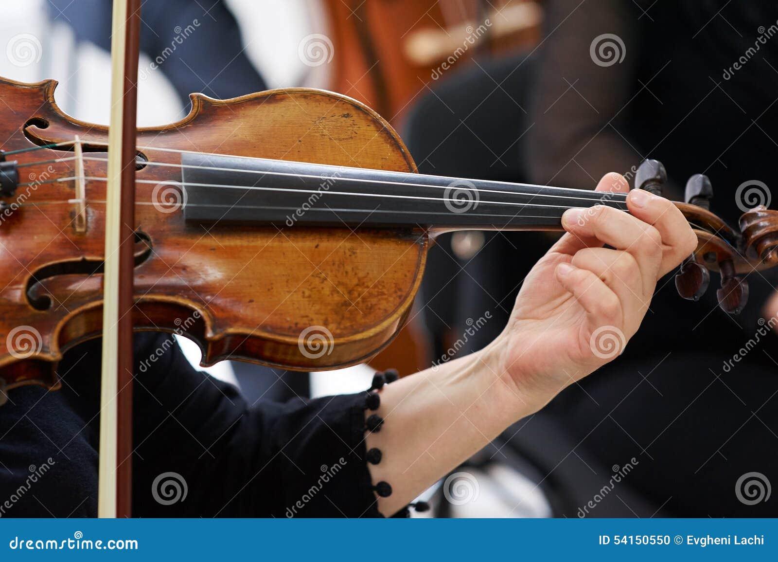 Frauen-Violinist Playing Classical Violin