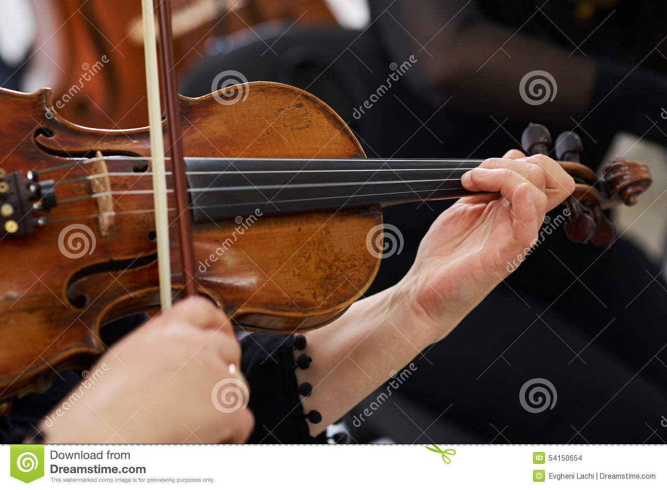 Frauen-Violinist Playing Classical Violin
