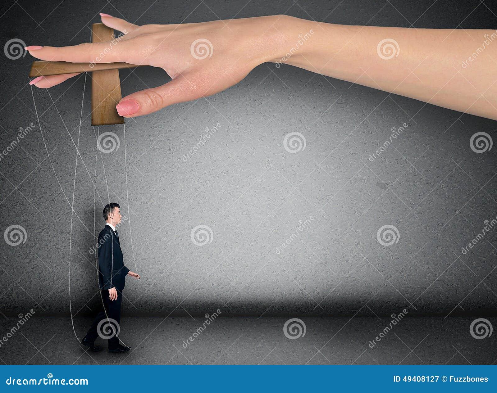 Download Frauenhandsteuermann stockbild. Bild von mann, manipuliert - 49408127