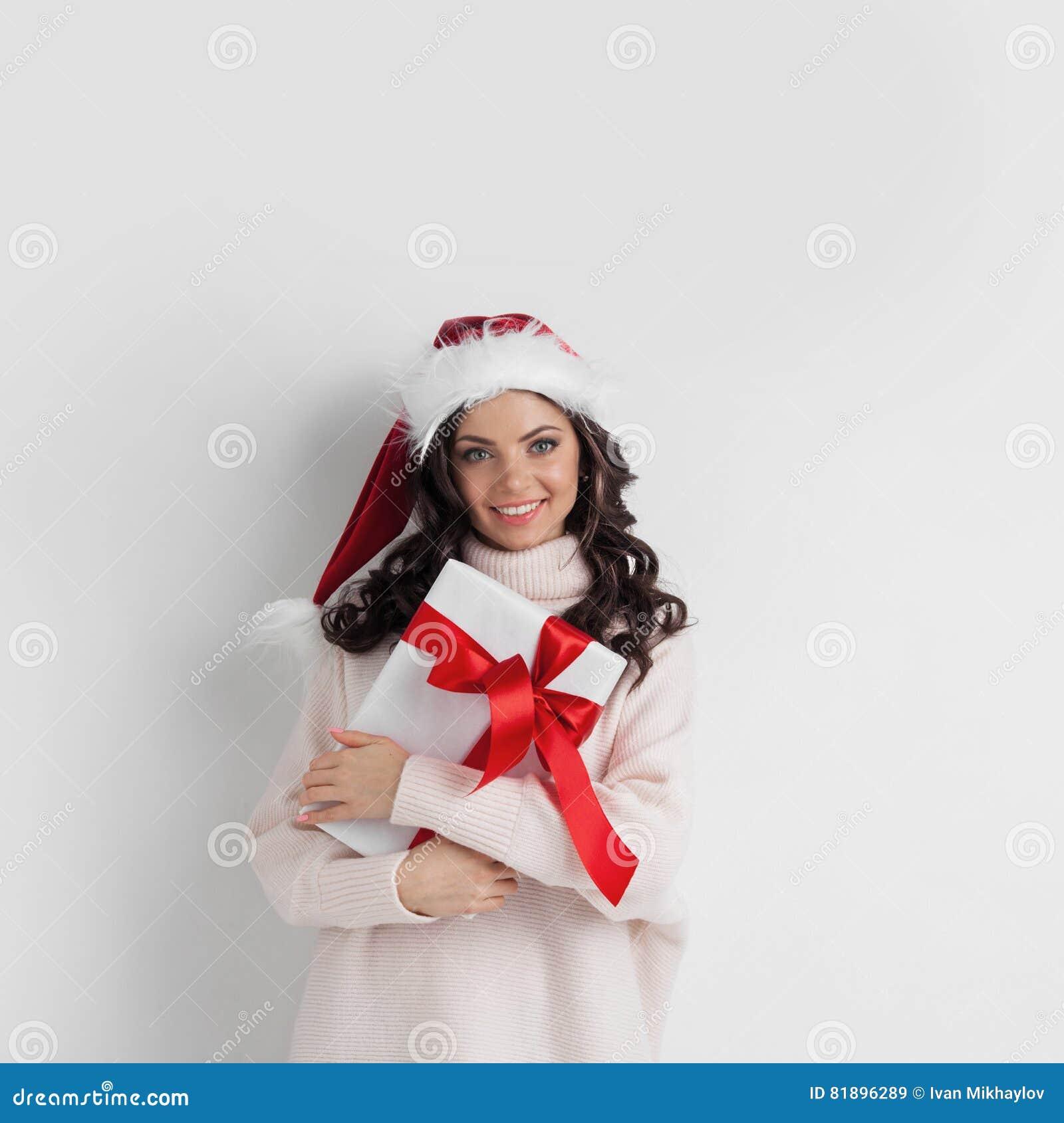 Frauenumarmung Weihnachtsgeschenk Stockbild - Bild von weiß ...
