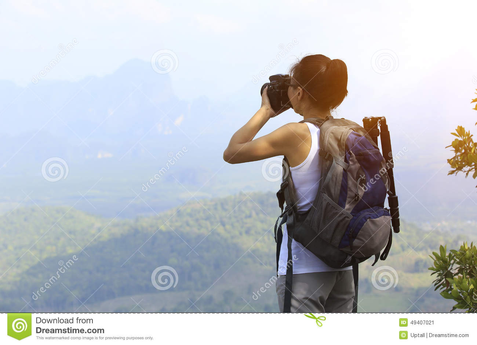 Download Frauenwanderer/-photograph Im Freien Stockbild - Bild von feiertag, berg: 49407021