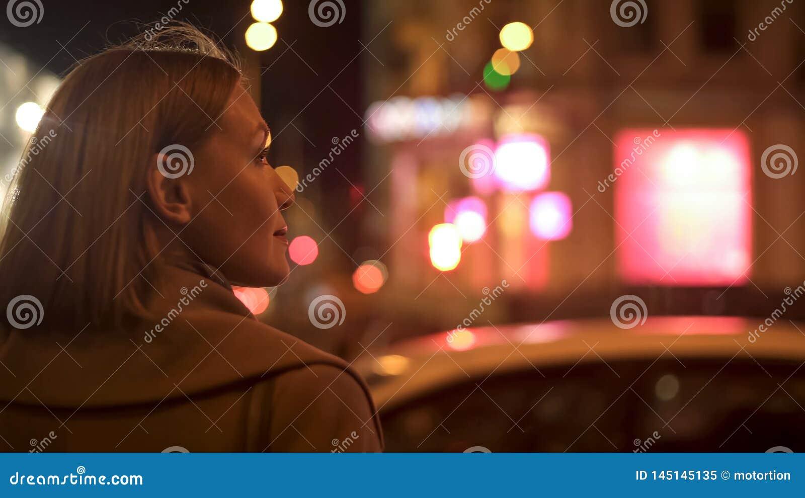 Frauenwarteverkehrslichtsignal, Stra