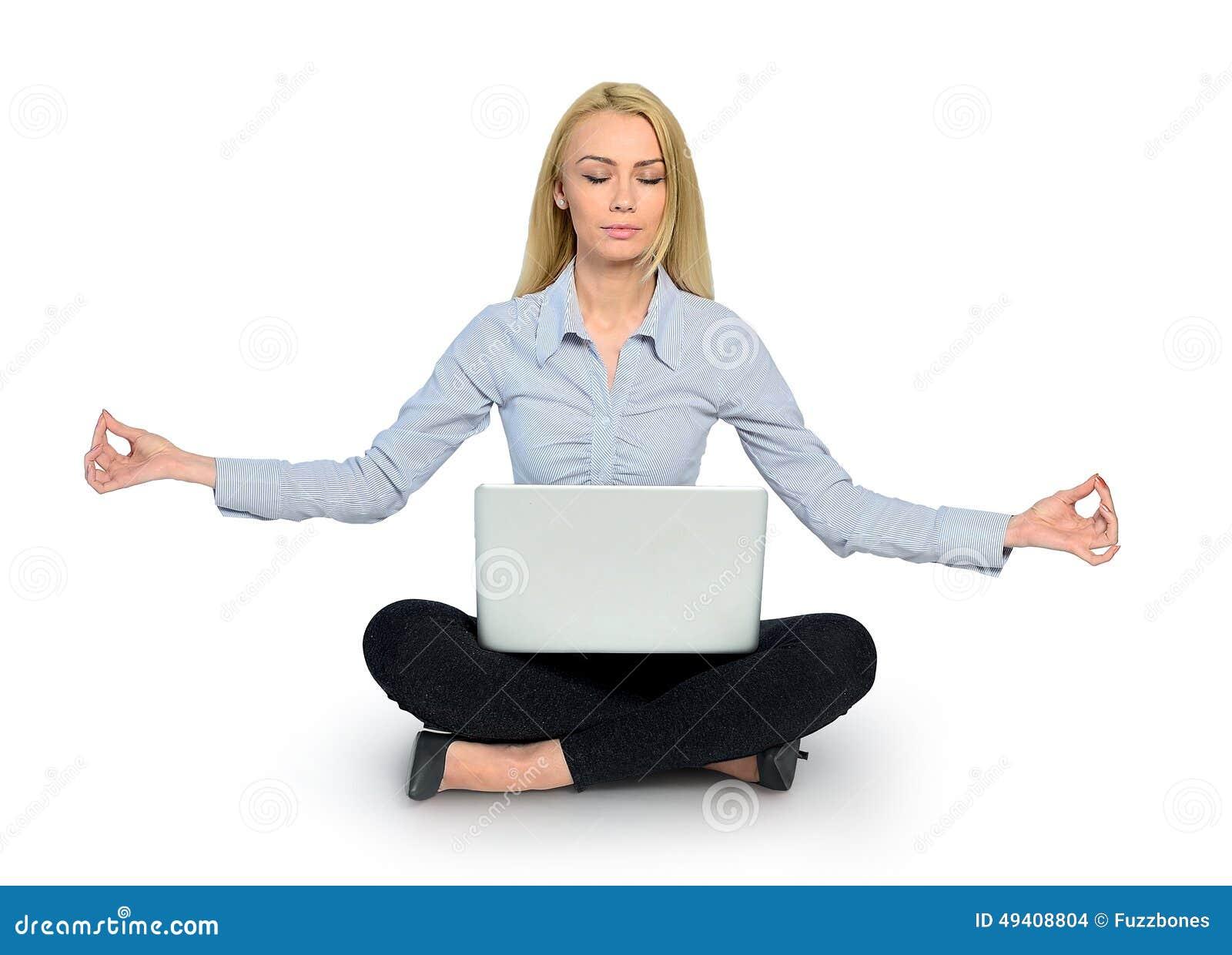 Download Frauenyoga und -laptop stockfoto. Bild von ruhe, computer - 49408804