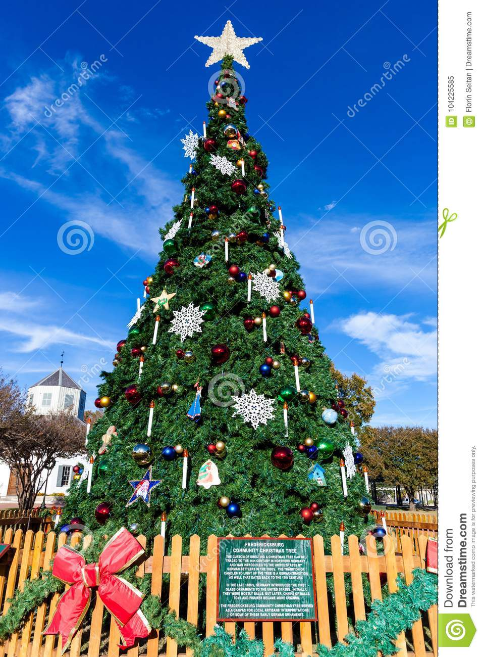 fredericksburg texas november 19 2017 fredericksburg comunity christmas tree installed in marktplats - Fredericksburg Tx Christmas