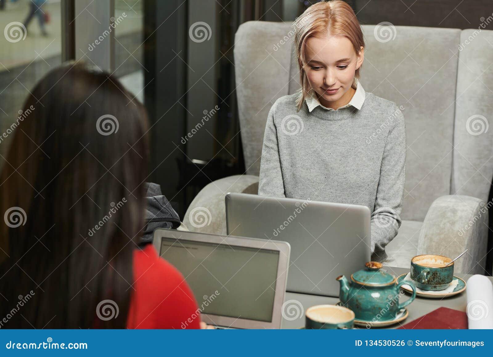 Freelancers die in koffie werken