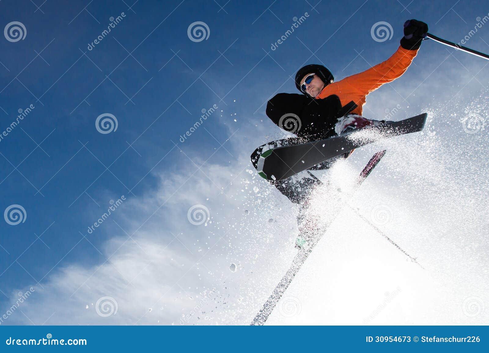 Freeskier em um salto