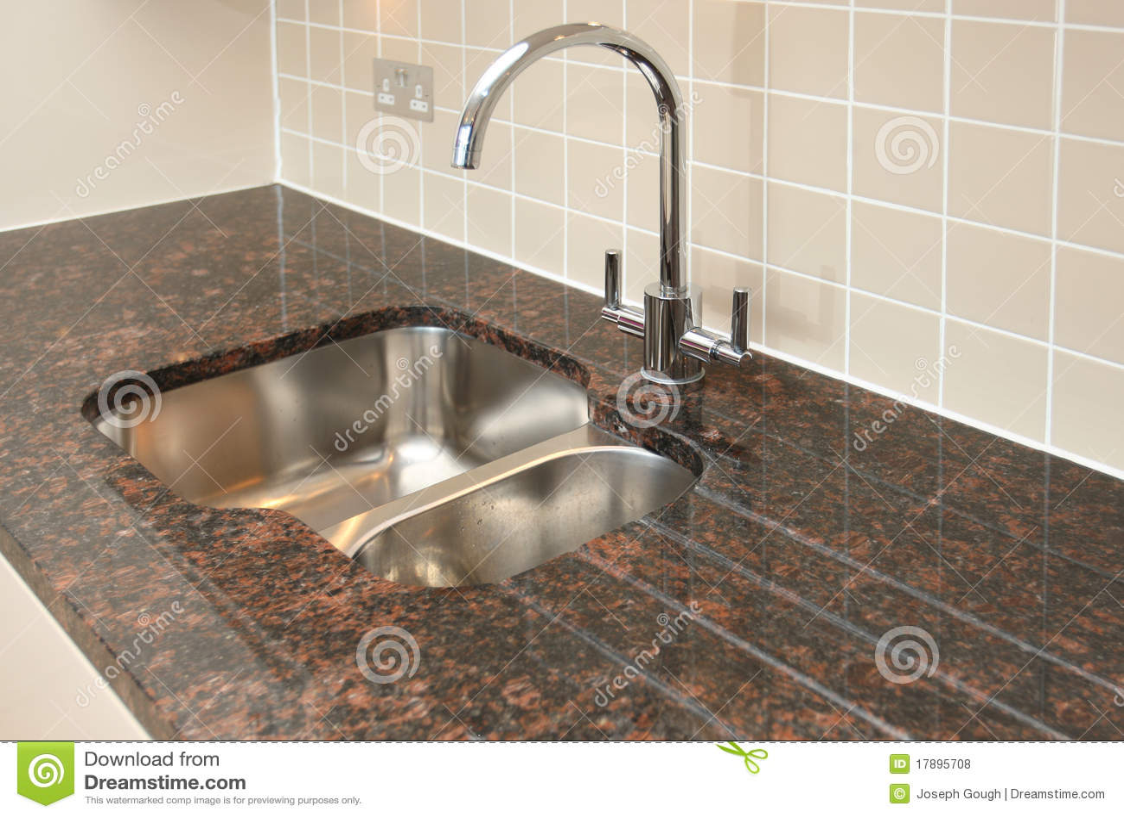 Fregadero de cocina con el granito worktop foto de archivo imagen de dom stico azulejos 17895708 - Fregadero de granito ...
