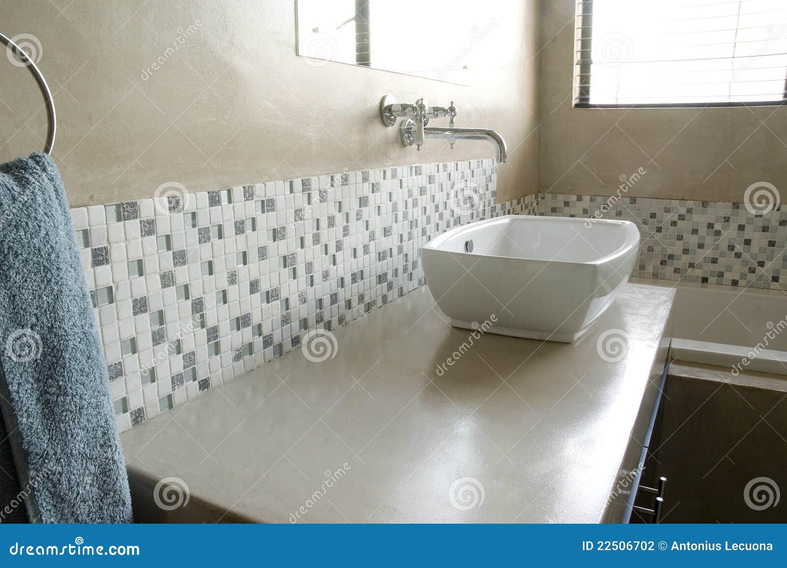 Baños Modernos Decorados Con Mosaicos: : Fregadero moderno del cuarto de baño con los mosaicos blancos
