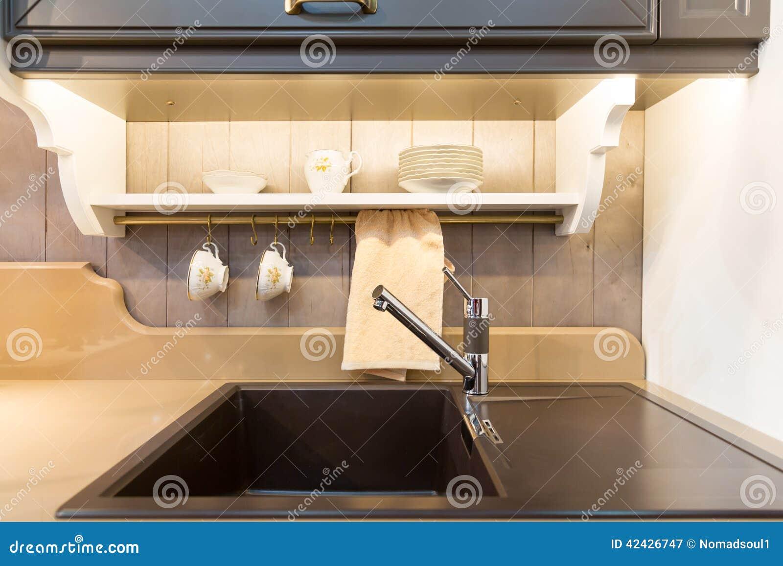 Fregadero moderno del cuarto de baño en de cerámica negro