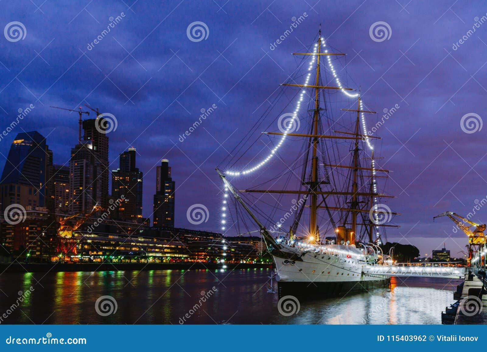 Fregat ARA Presidente Sarmiento - schipmuseum in het centrum van Buenos aires