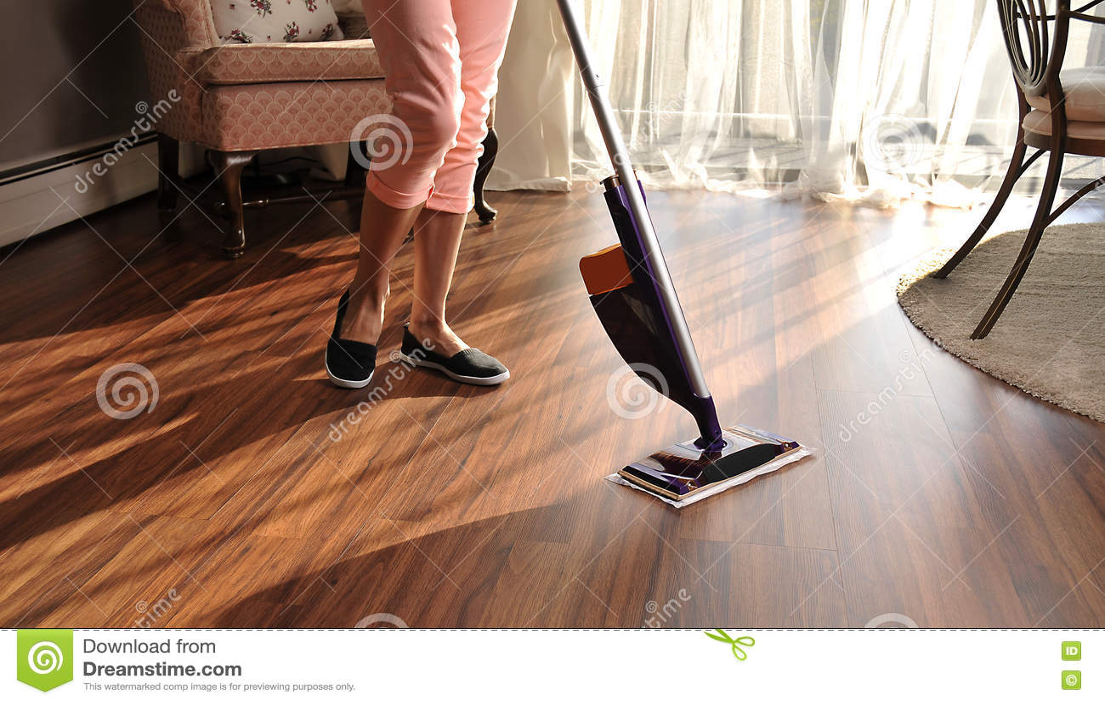 Como limpiar suelos de madera imagen titulada clean laminate floors step with como limpiar - Como limpiar el suelo de madera ...