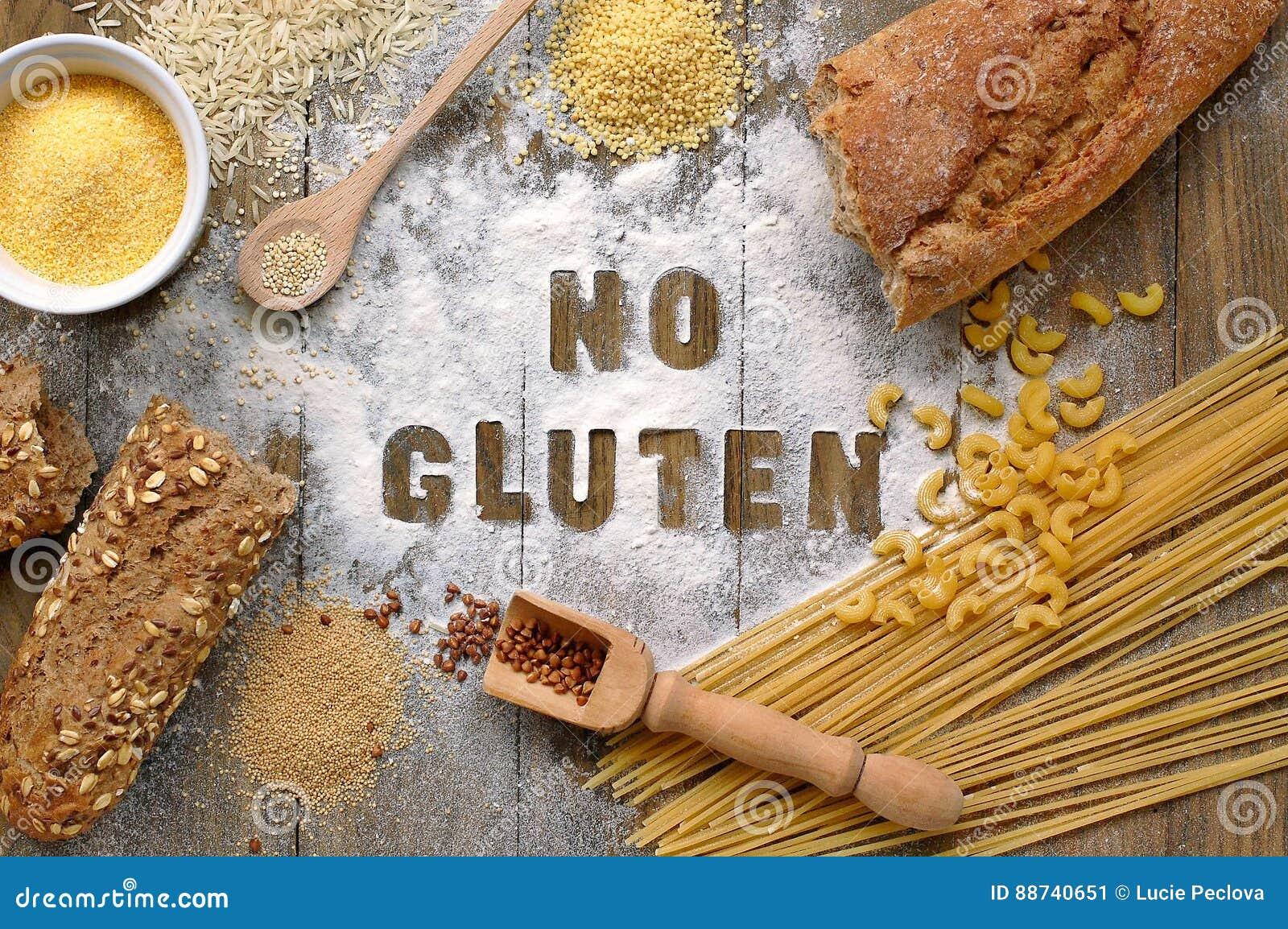 Freies Mehl des Glutens und Getreide Hirse, Quinoa, Maismehl Polenta, brauner Buchweizen, Basmatireis und Teigwaren mit Textglute