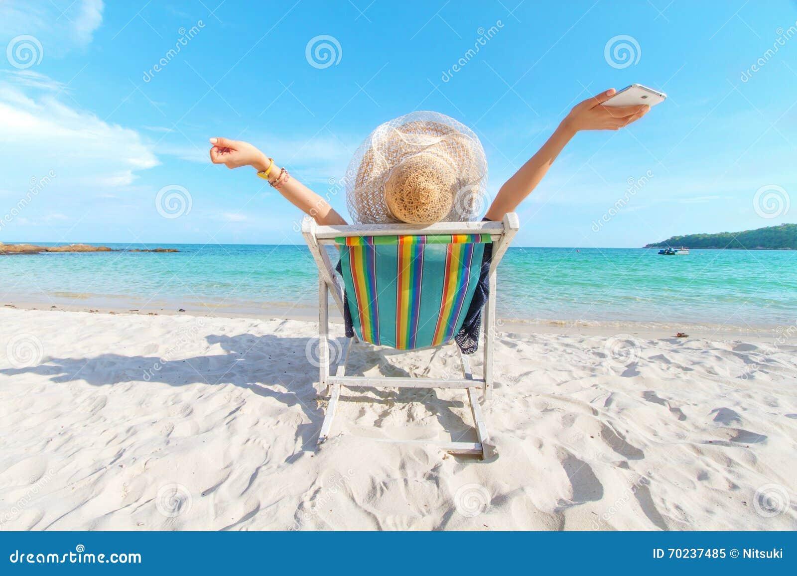 Freiheitsleben des Mädchens am Strand