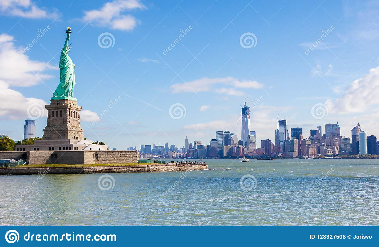 Freiheitsstatue Und Die Manhattan Skyline In New York City