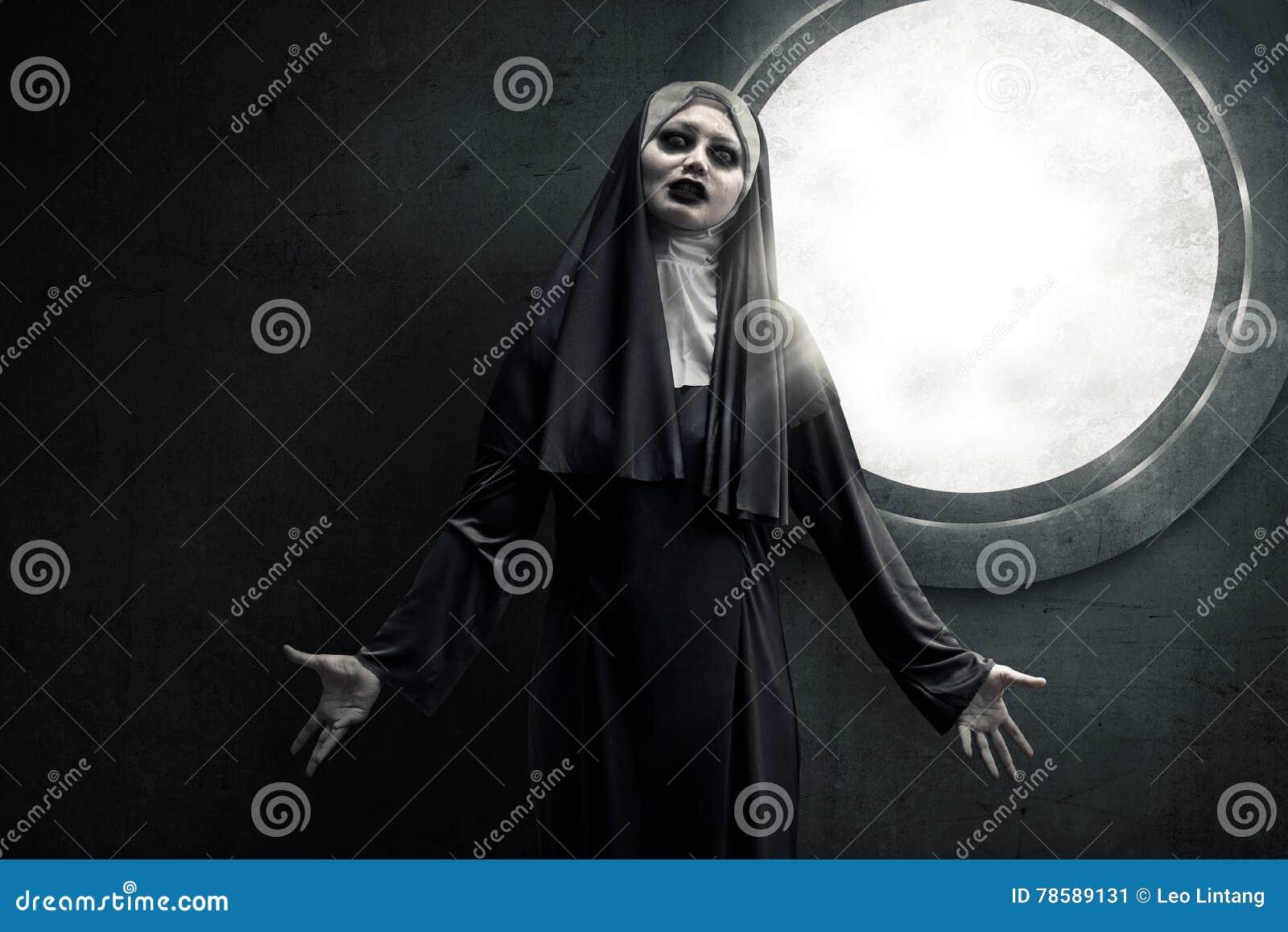 Freira assustador do diabo