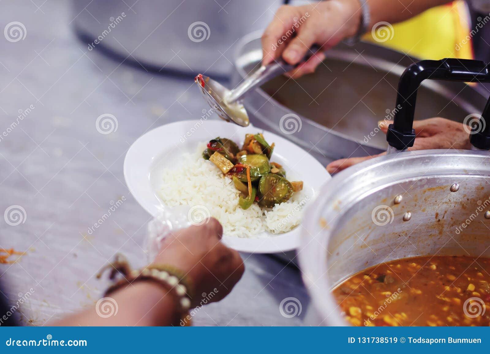 Freiwilliger, zum das hungrige in der Gesellschaft einzuziehen: Das Konzept des Spendens der Nahrung zu den Armen in der Gesellsc