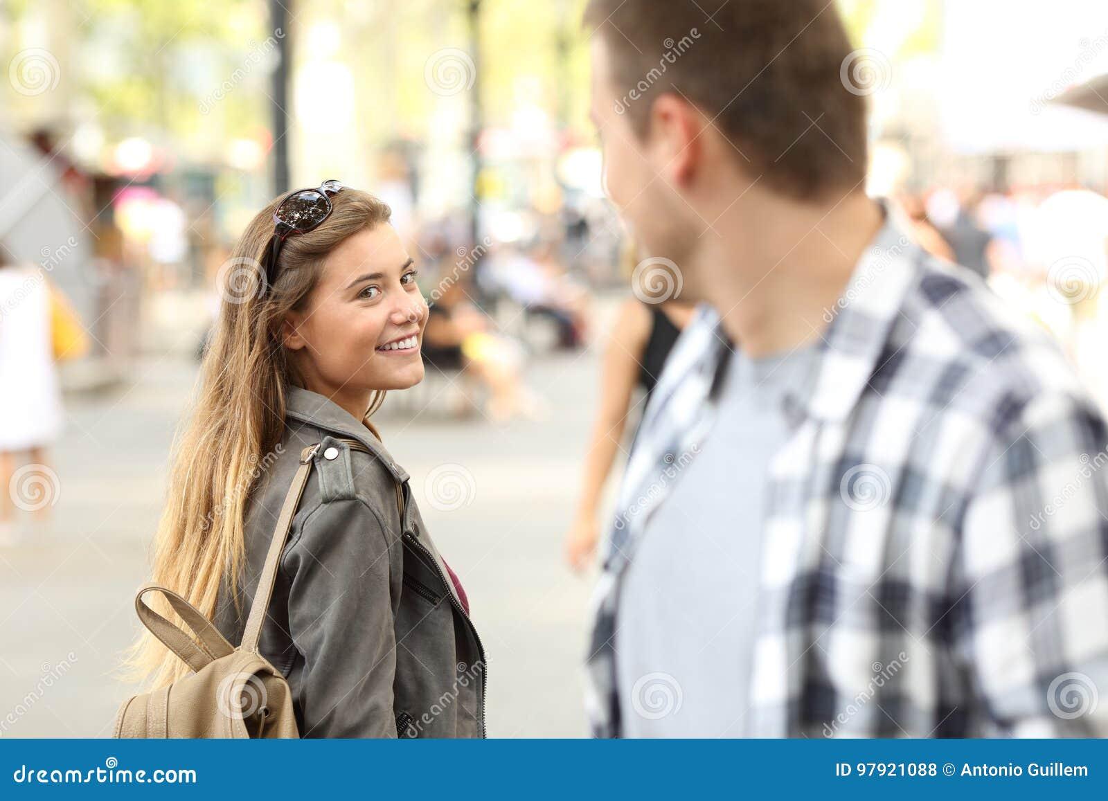 flirten auf der straße