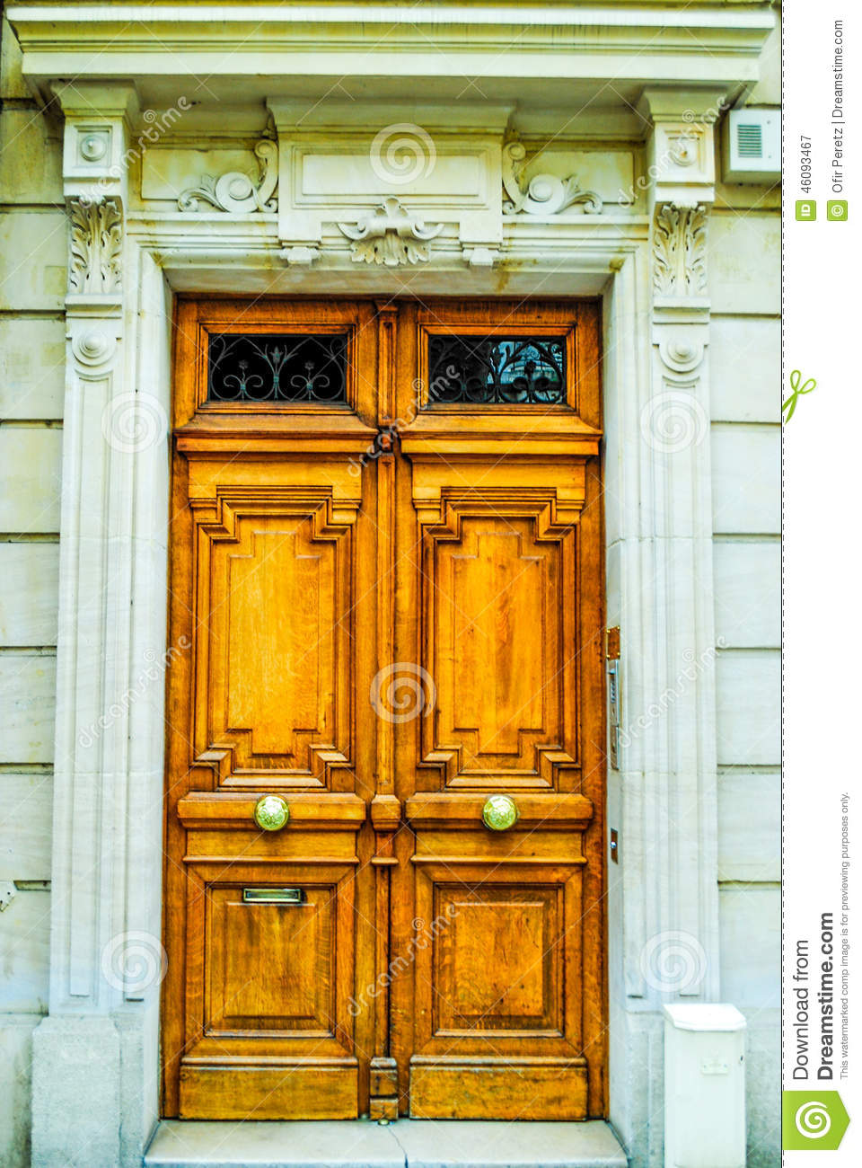 French building entrance beautiful wood door in paris for Beautiful wooden doors picture collection