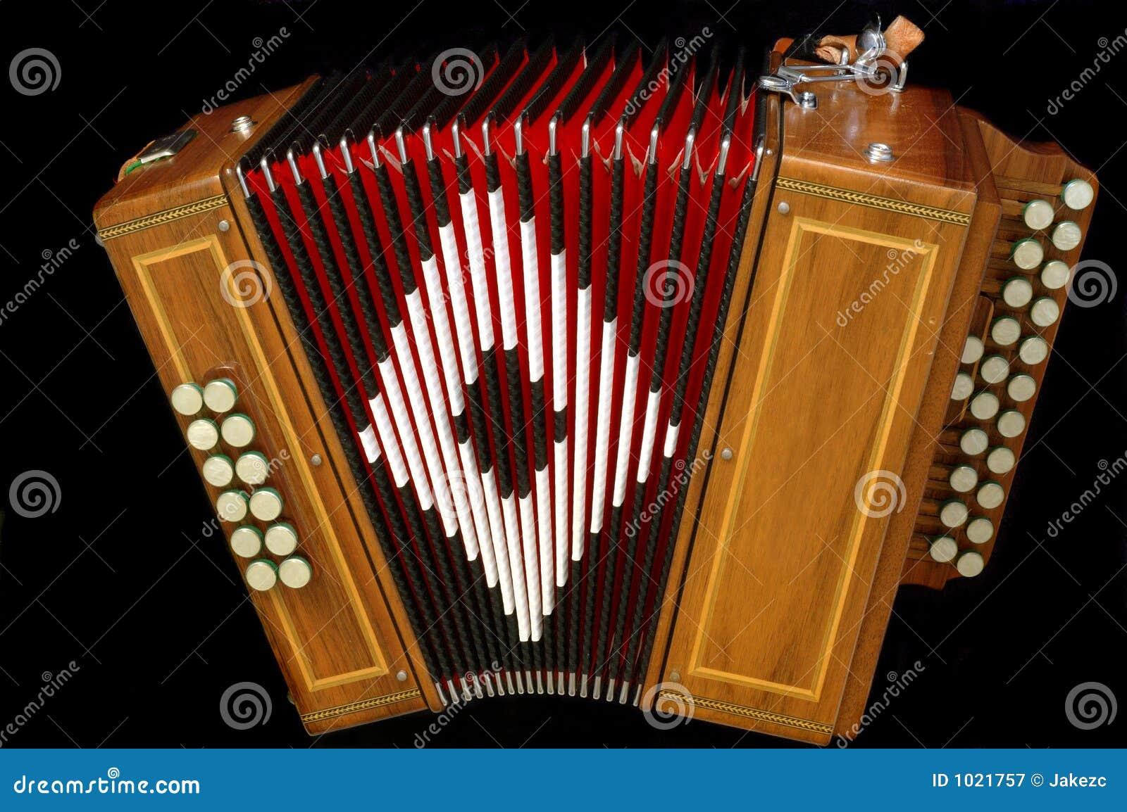 how to play diatonic accordian