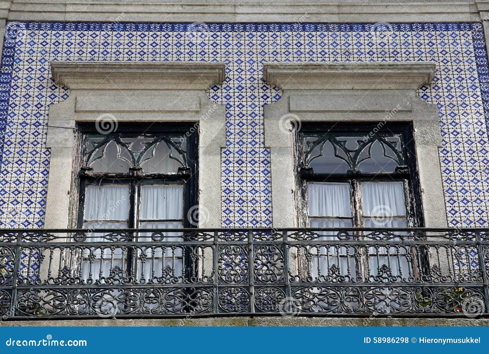 Frente De La Casa Adornado Con Azulejos Tejas De La Pared